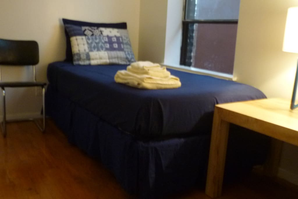 Single-Room w/ Twin Bed. Plenty of Space for (1)