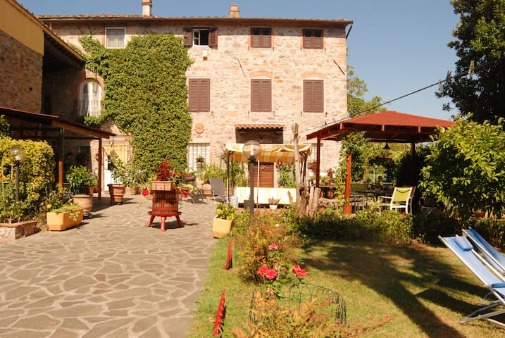 Large Flat in Old Tusccan Farmhouse