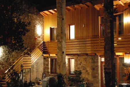 The Lemon House - Lake Front  - Apartment