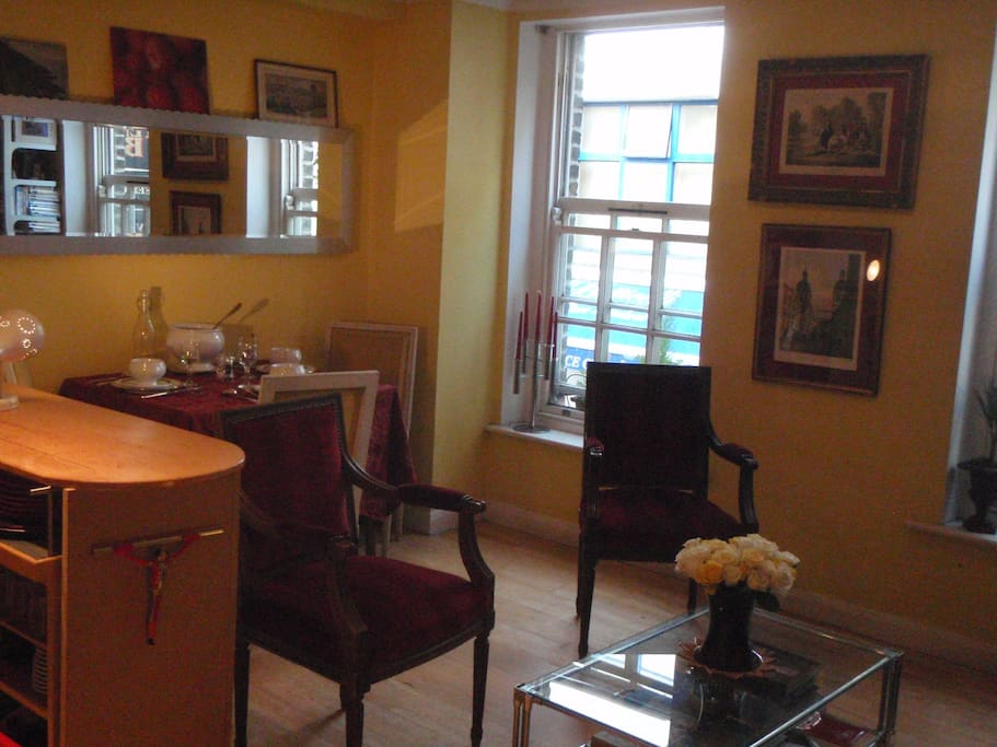 1/Flat in the Heart of city center