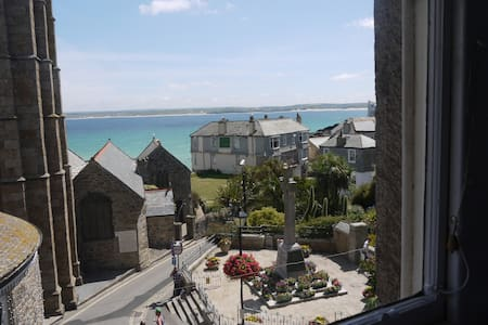 """The Loft"" 50 yards from harbour! - St Ives"