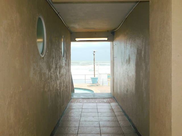 Path to the pool & the beach