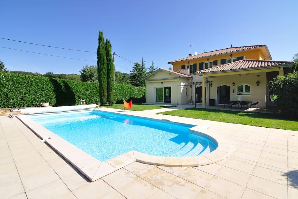 Villa piscine 6 personnes 15min de lyon centre villas - Piscine couverte lyon ...
