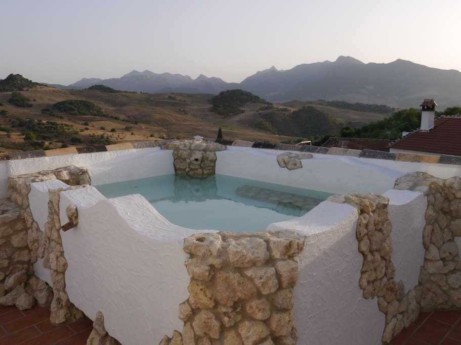 Heated(in winter)Roof-pool with stanning views