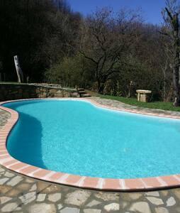 Casa con vista giardino e piscina. N.L 00507200003