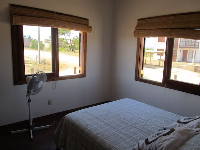 Dormitorio con somier.