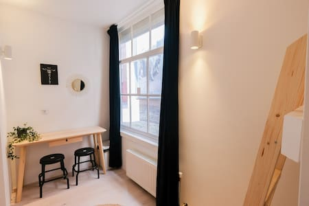 Haarlem City Rooms: 4 person private room