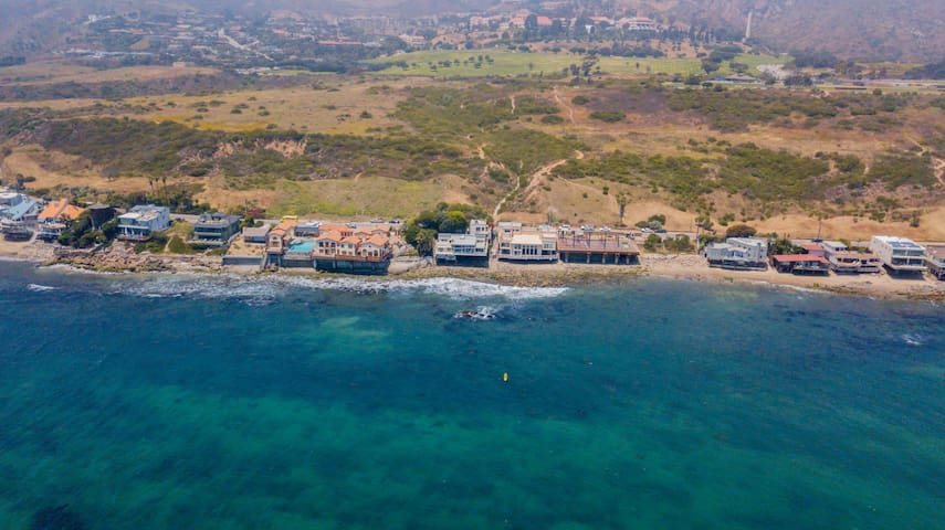 Malibu Road Beach House plus Guest House