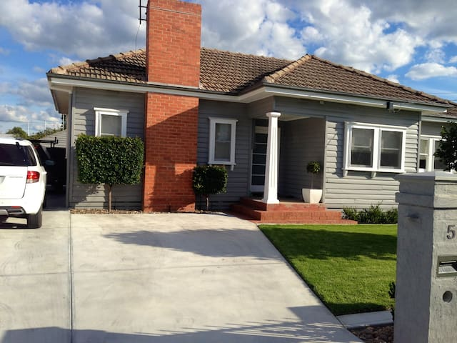 Home away from home - Wangaratta - 一軒家