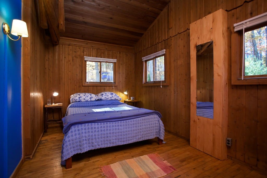 #6 Sycamore Cottage features a queen size organic latex mattress in a spacious bedroom.