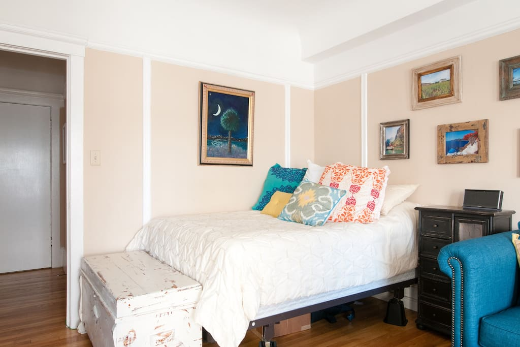 Large Bright Studio: Lower Nob Hill