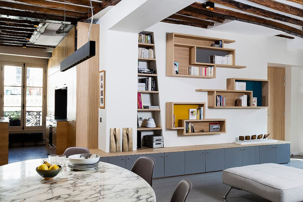 Dining room-living room-kitchen / salle à manger-salon-cuisine dans le fond