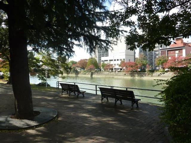 Riverbank has park.