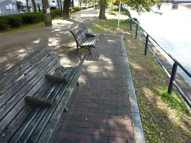 Sit on this bench and feels good.