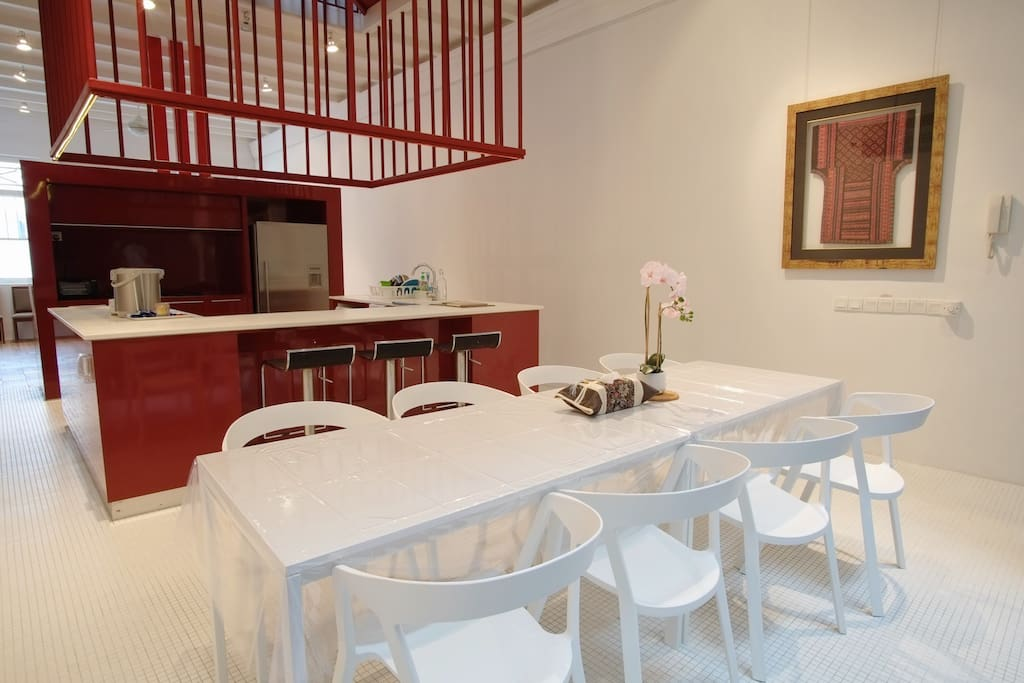 Beautiful, open kitchen with plenty of counter space to display your canapes and desserts, or for food demonstrations.