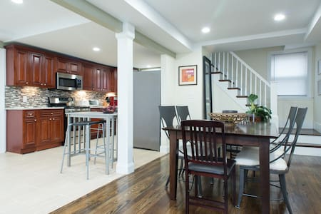Spacious Home for Group Gatherings - Natick