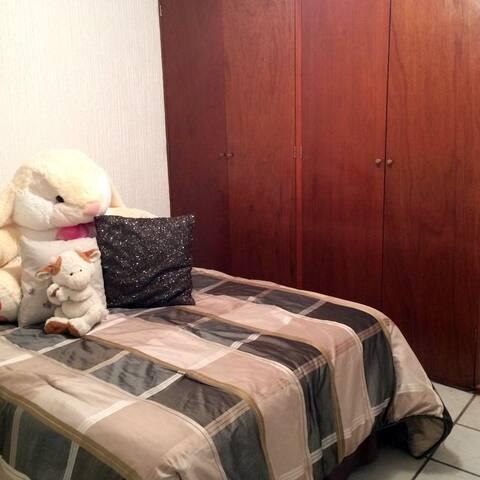 Karen Salazar - Live My Life Room - Mexico City - Daire