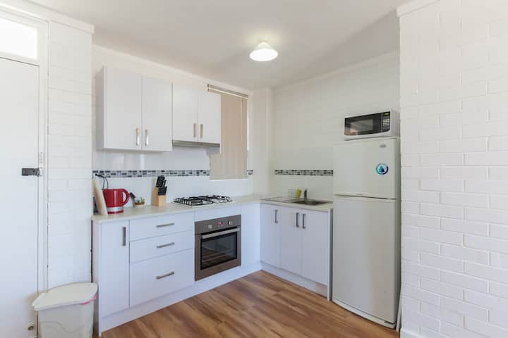 SLEEPS 3, FREE PARKING,Walk to everything in Freo.