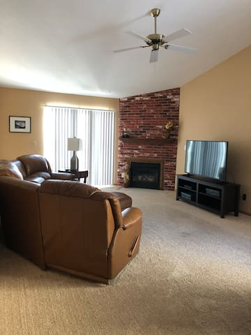 Queen BR/1 Bath Condo with Large Living Space