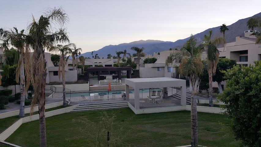 Snowbird Paradise near downtown Palm Springs