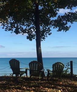 Quaint, Large, Lakefront House - Lexington - Casa