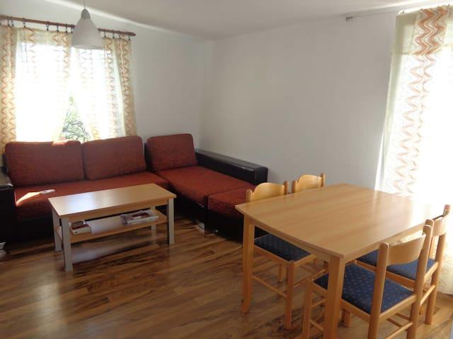 Этаж дома с машиной - Sutomore - Apartment
