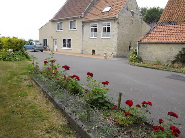 Meublé de tourisme - Bourbourg - บ้าน