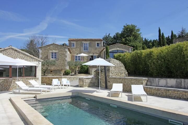 Prachtige, gerenoveerde bastide met privézwembad, en panoramisch uitzicht