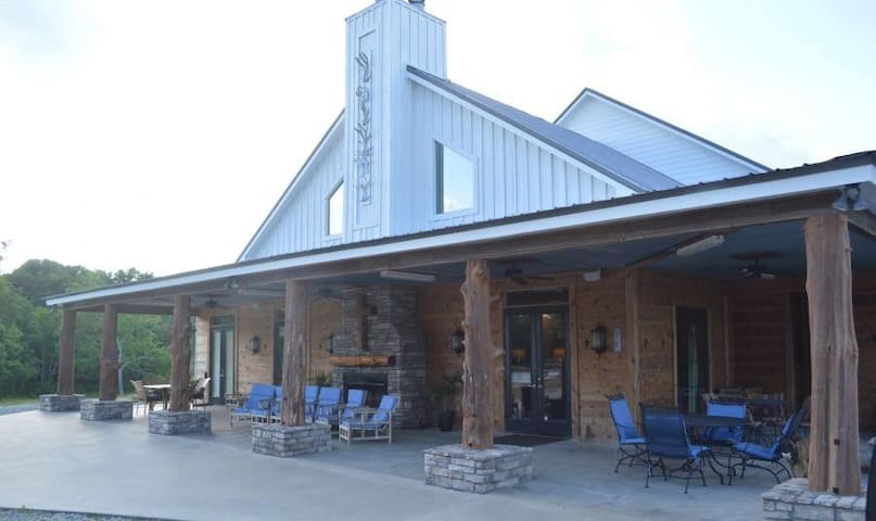 Private and Breathtaking Crying Eagle Lodge in Cajun Prairie Country