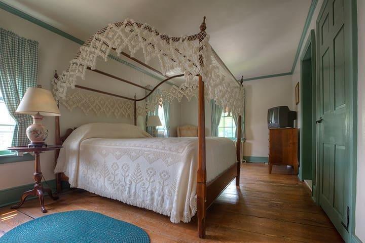 Mill Room 8 at The Inn at Millrace Pond