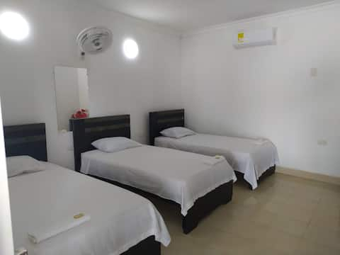 Confortable y espaciosa habitación vista al rio