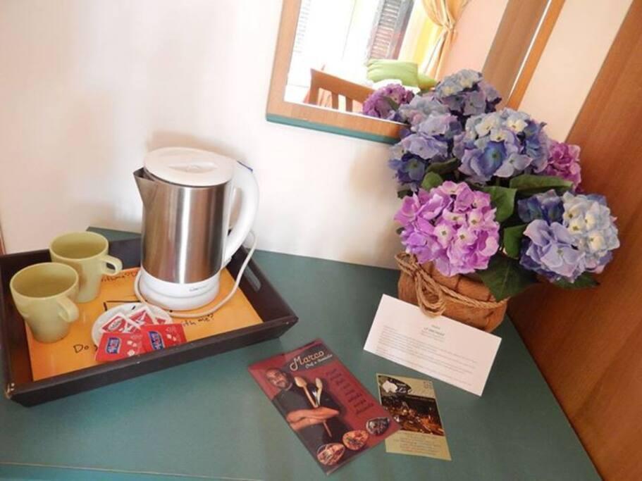 Ogni Camera dispone di un bollitore personale con theè e caffè.