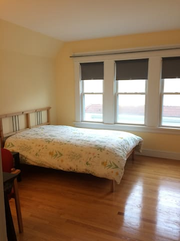 East Rock -Short-Term Rental in Ideal Neighborhood - New Haven - Apartment