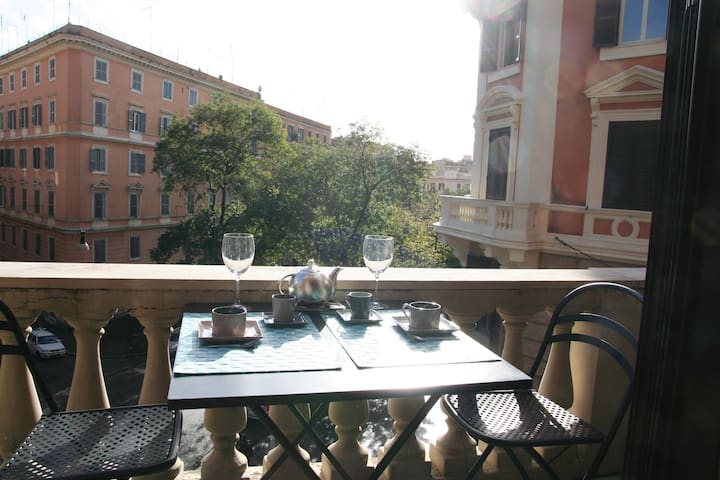 Balcony for breakfast, a drink and watching people pass by...