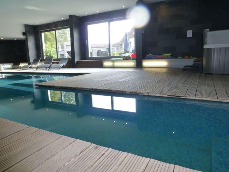 Le clos du miroir avec piscine spa houses for rent in for Piscine miroir