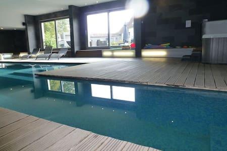 Le Clos du miroir avec piscine/spa - COURSET - House