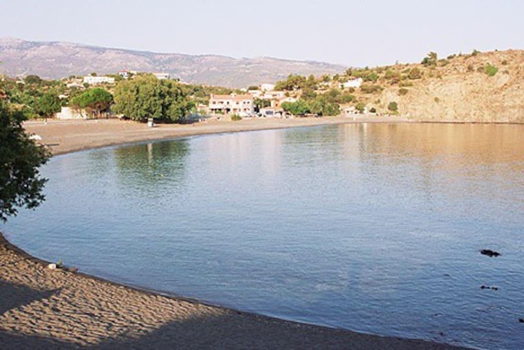 la plage de Limnos a 250m
