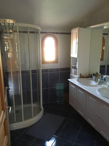 1 chambre avec salle de bain - La Salvetat-Saint-Gilles - Hus