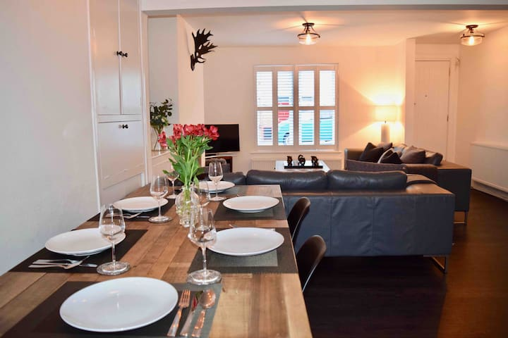 Central Lymington luxury townhouse with parking.
