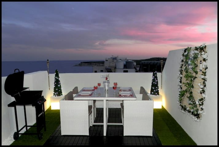 1. Sea View Luxury 2 Bed Penthouse close to Beach! - Marsascala - Leilighet