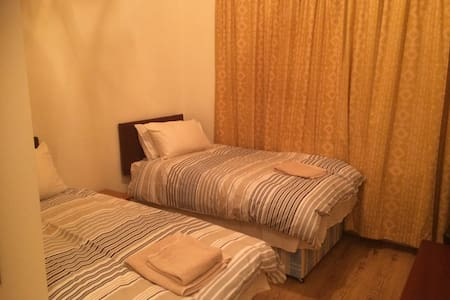 Double Ensuite Room with Breakfast - Hounslow