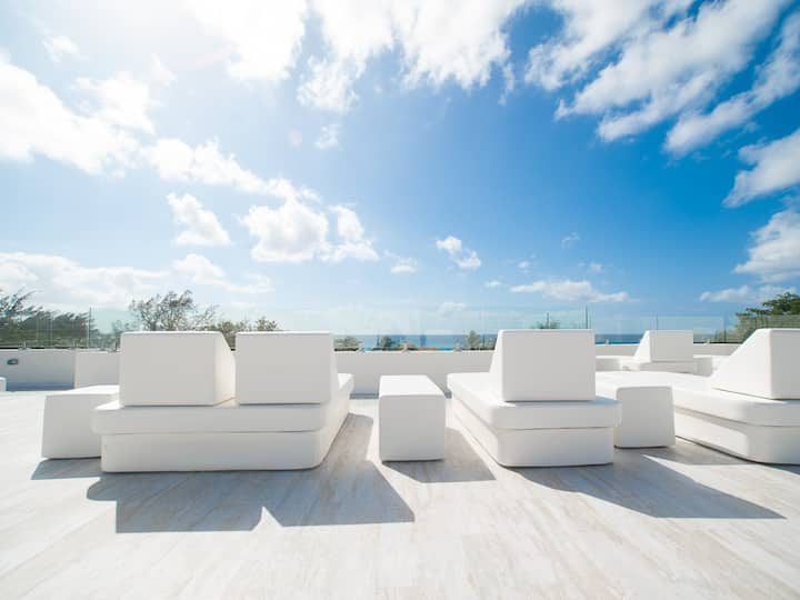 Luxury Penthouse 7 Mile Beach view from Rooftop P3