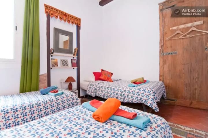 Great Tripple Room in the heart of Barcelona! (r2) - Barcelona - Apartment