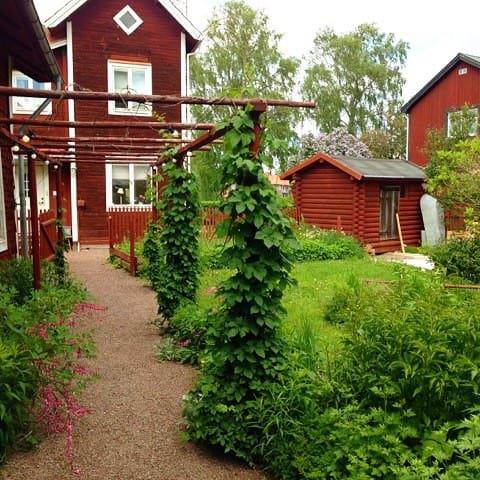 PippiLångstrumphus mitt i Dalarna - Gagnef - Rumah