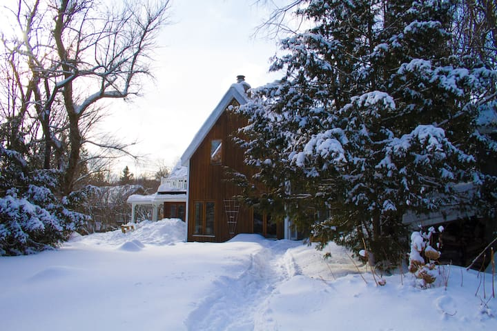 Welcoming house in the Village - Morin-Heights - Chalet