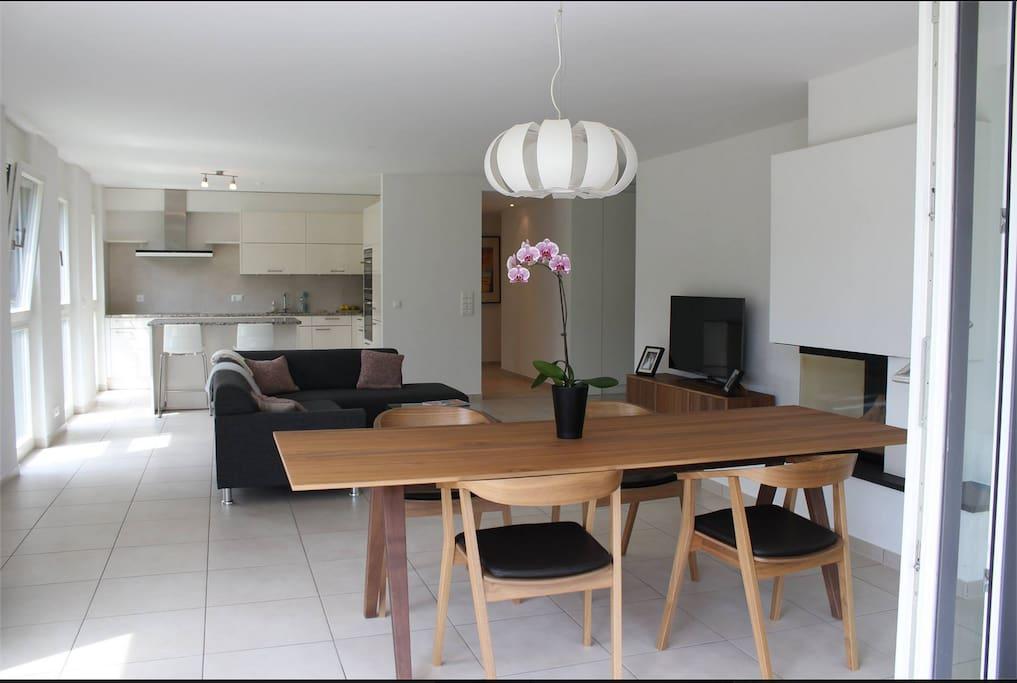 Light, bright, open-concept living room & kitchen