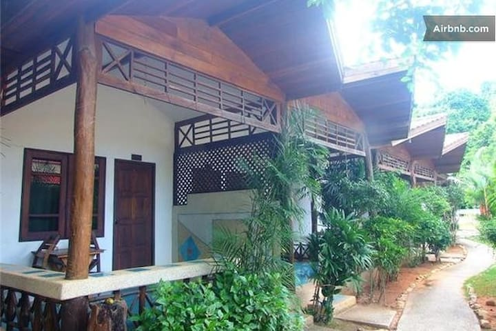 Air-conditioning room, 1 King bed, WiFi, Room Only - Mueang Krabi