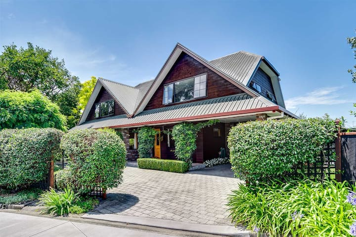 Large 4 Bedroom Family Home, Taradale