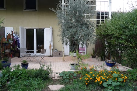 Petite maison avec terrasse jardin - Saint-Fons - House