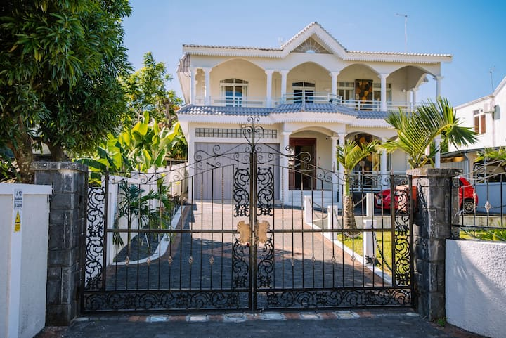 Very large, fully equipped, great value house